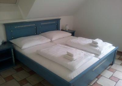 postel modrá