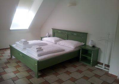 postel zelená